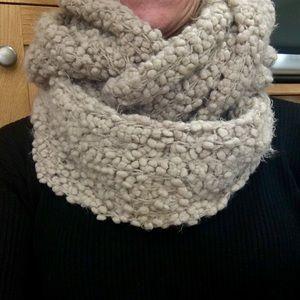 Ecote infinity scarf. Khaki color, chunky and fun.